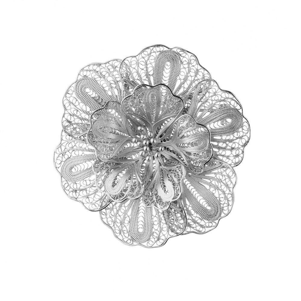 Крупная филигранная серебряная брошь в форме цветка • Fidelis