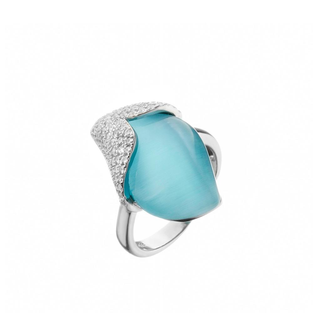 bf017ba3127c Серебряное кольцо, украшенное фианитами и голубым кошачьим глазом за ...